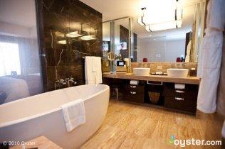 bathroom-mandarin-executive-v742176-800