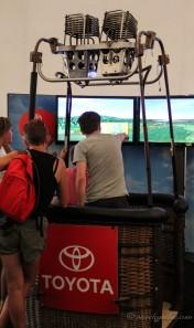 Simulateur de montgolfière. On a complètement raté l'atterrissage...
